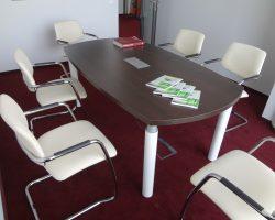 Posėdžių konferencijų stalas ant metalinio karkaso OX
