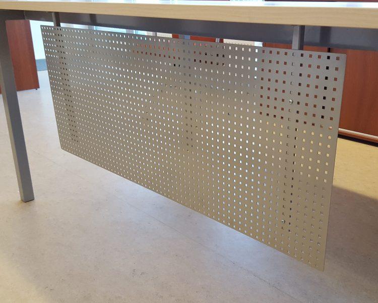 Perforuoto metalo stalo uždanga